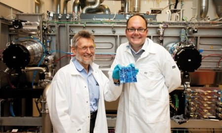 Professor Aasmund Sudbø and Head of Research Erik Marstein have used lots of innovation with light to reduce the thickness of solar cells by 95 per cent.  Click image for the largest view.