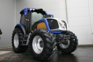 New Holland Fuel Cell Tractor. Click for more.