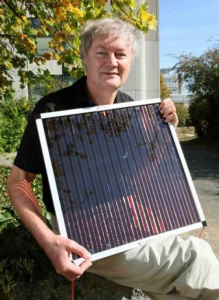 Michael Grätzel with New Dye Sensitized Solar Cell.  Click image for the largest view.