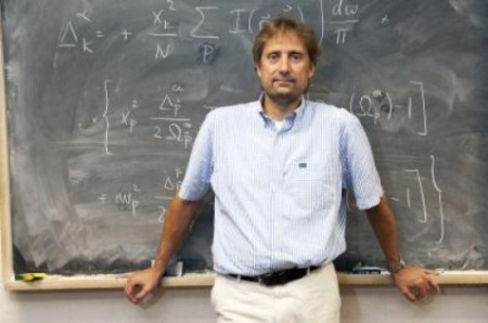 UIC Physicist Dirk Morr. Click image for the largest view.
