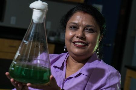 Meenakshi Bhattacharjee of Rice University with an algae sample.